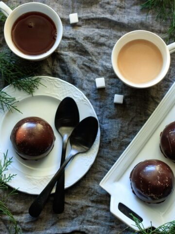 chocolate teacakes with two cups of tea