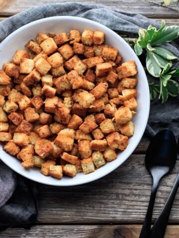 Best Ever Easy Croutons: homemade croutons for Caesar salad, soup, or snacks! These crunchy golden brown cubes are flavored with butter, herbs, and Parmesan cheese for an awesome taste. | www.savortheflavour.com #bread #croutons #garlic #caesarsalad #snacktime