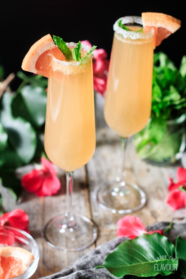 two glasses of grapefruit ginger fizz