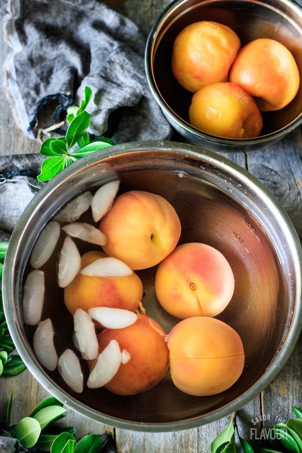 peaches in a bowl of ice water