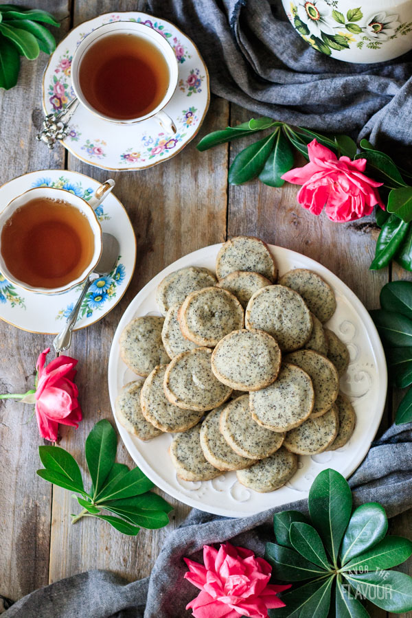Earl Grey shortbread cookies with two cups of tea