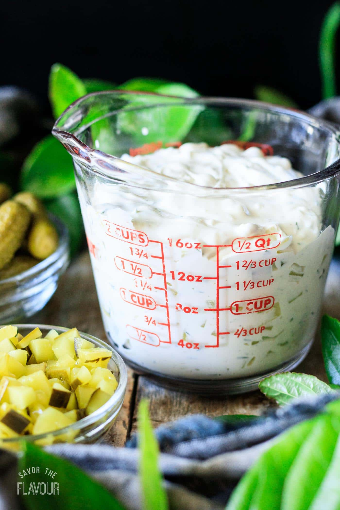 measuring dill pickle dip