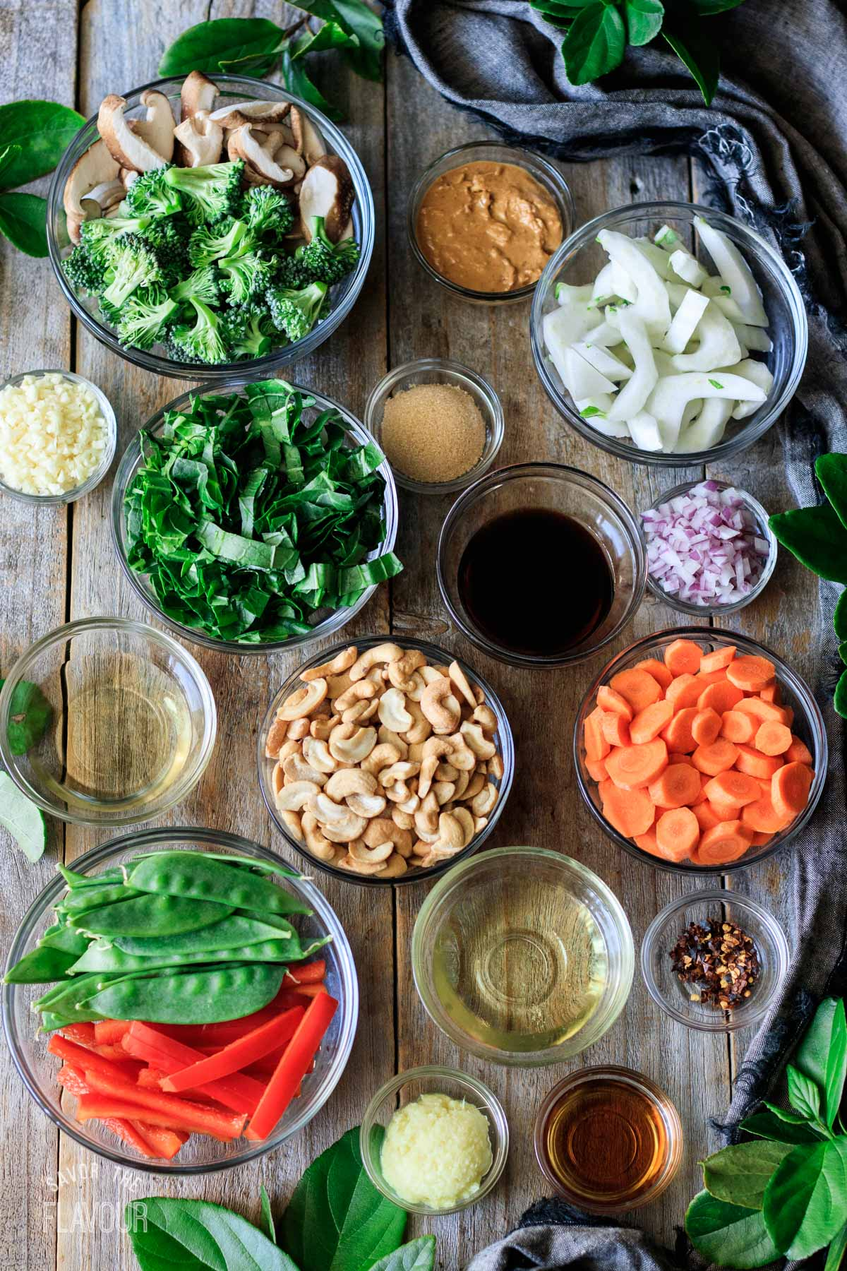 bowls of ingredients for Thai vegetable stir fry