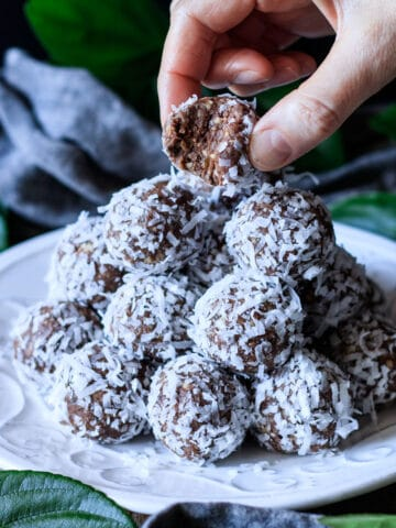 person hodling a date protein ball