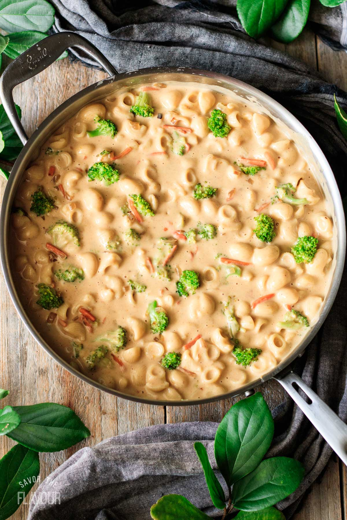 skillet full of Panera broccoli cheddar mac and cheese